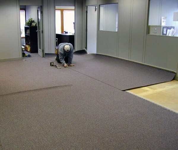 Укладка ковролина в офисе